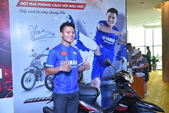 Quang Hải tươi cười truyền cảm hứng cho các em nhỏ ở buổi họp báo U13 Yamaha Cup ảnh 3