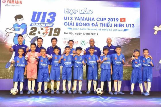 Quang Hải tươi cười truyền cảm hứng cho các em nhỏ ở buổi họp báo U13 Yamaha Cup ảnh 4