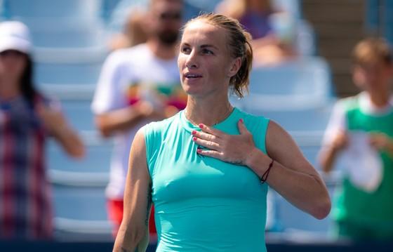 """Cincinnati Masters: """"Tay súng trẻ người Nga"""" Medvedev lại gây chấn động, lật đổ Djokovic để vào CK ảnh 1"""