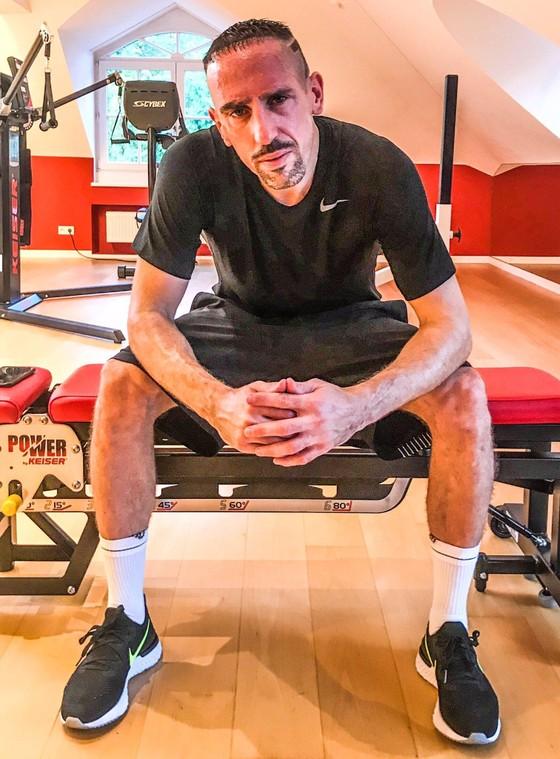 """Hình ảnh cực ngầu của """"Gã mặt sẹo"""" Ribery khi trở thành người của Đoàn quân Áo tím Fiorentina ảnh 3"""