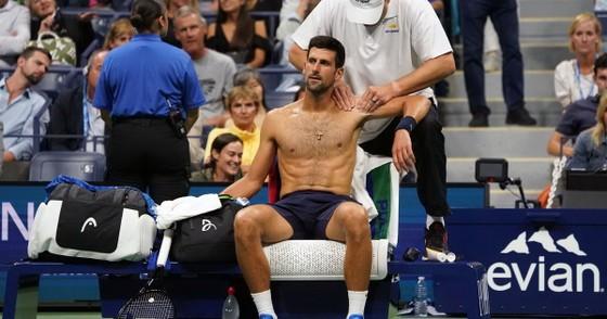 US Open: Federer lại thua trước thắng sau, Djokovic vật lộn với… chấn thương ảnh 2