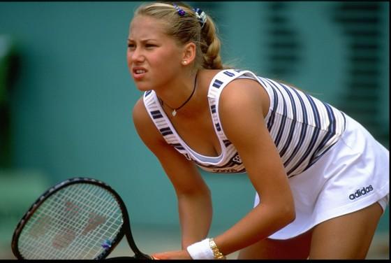 """Tay vợt 15 tuổi nối gót kiều nữ Kournikova, sẽ đấu """"Nữ hoàng khóc nhè"""" ở vòng 3 ảnh 1"""