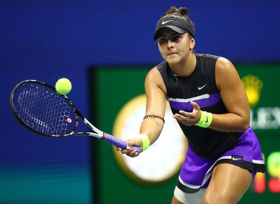 """US Open: """"Truyền nhân Martina Hingis"""" biến """"Nữ hoàng khóc nhè"""" thành cựu vô địch, Nadal vào TK lần 9 ảnh 4"""