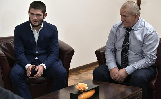"""UFC: Tổng thống Putin triệu kiến """"Đại bàng Nga"""" Khabib, khen đòn siết cổ kinh điển ảnh 4"""