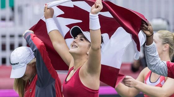 Tương phản giữa 2 mỹ nhân Canada: Công chúa lọ lem Andreescu 23-0, Nữ hoàng Instagram Bouchard 0-13 ảnh 1