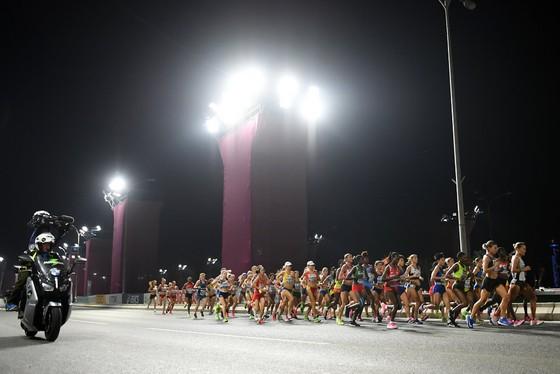 Giải điền kinh thế giới 2019: Chạy marathon, bà mẹ 3 con 41 tuổi về đích lúc 2 rưỡi sáng, xếp hạng 6 ảnh 3
