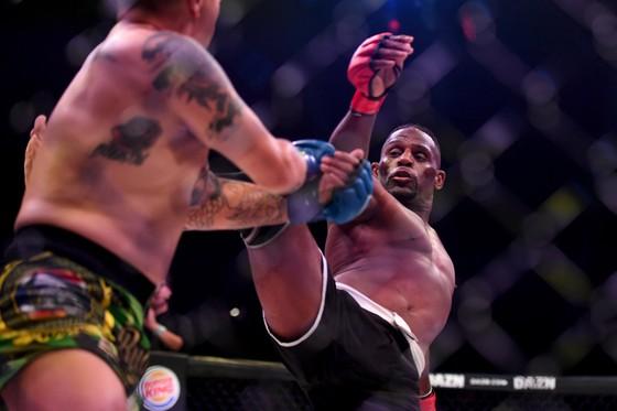 MMA Bellator 228: Hổ phụ sinh sư tử - McKee cha thắng KO hiệp 2, McKee con thắng KO ngay giây thứ 8 ảnh 2