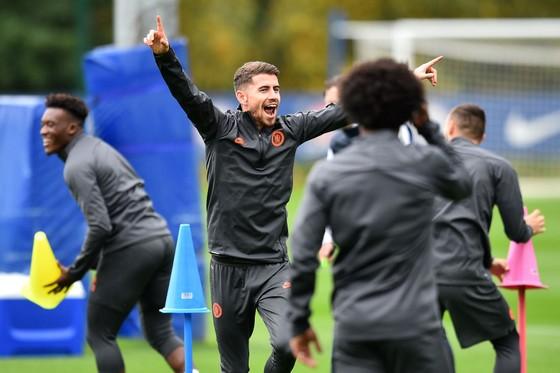 Chelsea tập luyện trước khi sang Pháp: Kante, Giroud và Zouma quay trở lại! ảnh 13
