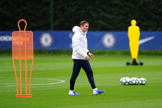 Chelsea tập luyện trước khi sang Pháp: Kante, Giroud và Zouma quay trở lại! ảnh 3
