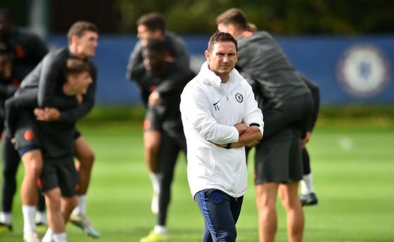 Chelsea tập luyện trước khi sang Pháp: Kante, Giroud và Zouma quay trở lại! ảnh 4