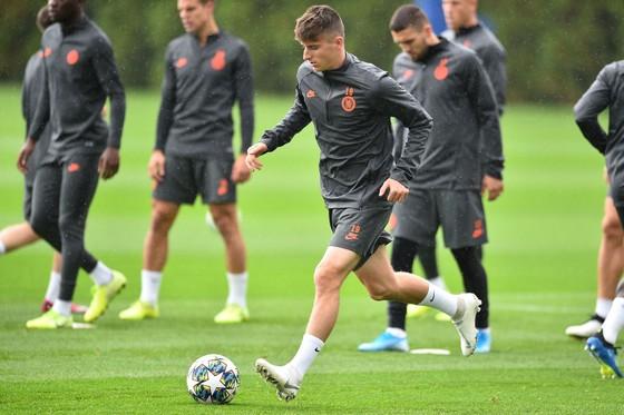 Chelsea tập luyện trước khi sang Pháp: Kante, Giroud và Zouma quay trở lại! ảnh 15