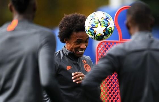 Chelsea tập luyện trước khi sang Pháp: Kante, Giroud và Zouma quay trở lại! ảnh 19