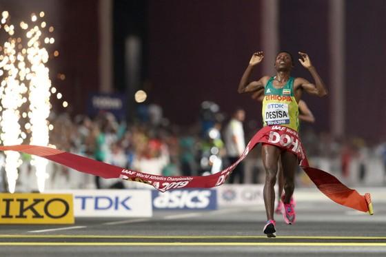 """Giải điền kinh thế giới: Thắng """"cú đúp"""" HCV ở 10.000m và 1.500m, Sifan mạnh mẽ nói: """"Tôi trong sạch"""" ảnh 3"""