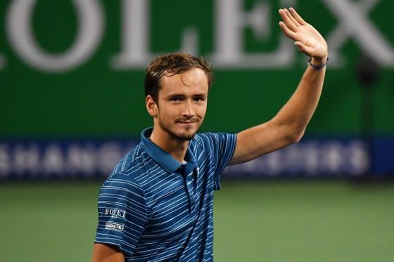 Medvedev chào tạm biệt Paris Masters ngay sau trận mở màn...