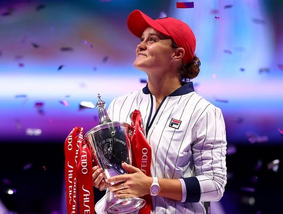 Vô địch Paris Masters và WTA Finals: Djokovic không thể hạnh phúc hơn, Barty cảm thấy… kỳ quái ảnh 2