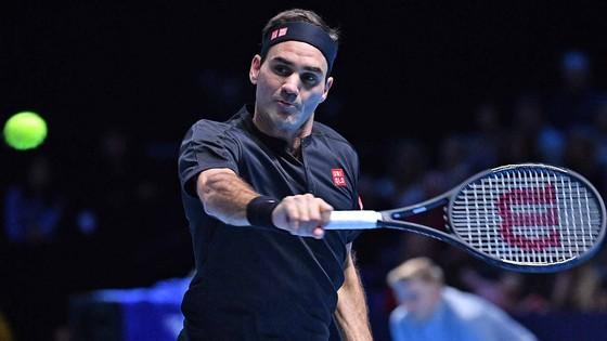 """ATP Finals: Thiem tiếp tục """"làm loạn"""" - hạ luôn Djokovic, Federer thắng trận đầu tiên ảnh 2"""