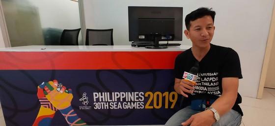 Phóng viên Truyền hình Bình Phước đang tác nghiệp