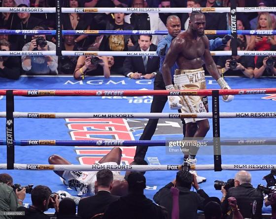 """Quyền Anh: Đấu KO """"King Kong""""Quyền Anh: Đấm KO """"King Kong"""" lần thứ 2, Wilder """"cuồng nộ"""" bảo vệ đai vô địch lần thứ 10 lần thứ 2, Wilder """"cuồng nộ"""" bảo vệ đai vô địch lần thứ 10 ảnh 1"""