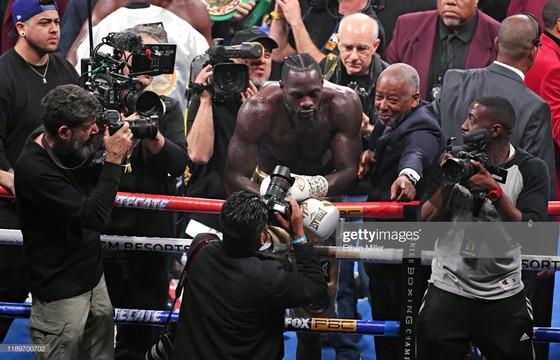 """Quyền Anh: Đấu KO """"King Kong""""Quyền Anh: Đấm KO """"King Kong"""" lần thứ 2, Wilder """"cuồng nộ"""" bảo vệ đai vô địch lần thứ 10 lần thứ 2, Wilder """"cuồng nộ"""" bảo vệ đai vô địch lần thứ 10 ảnh 2"""