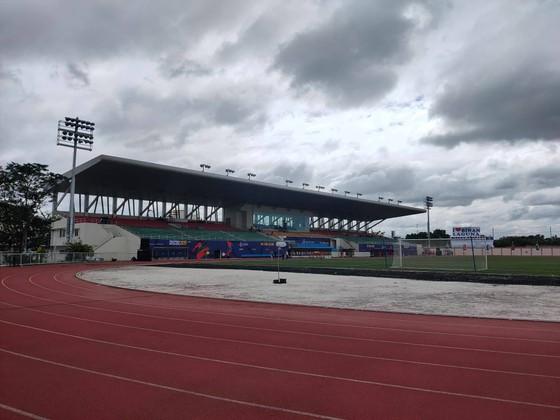 Sân Binan bị chê tệ hơn sân… phủi, còn phóng viên Việt Nam thua trắng 0-5 ảnh 2