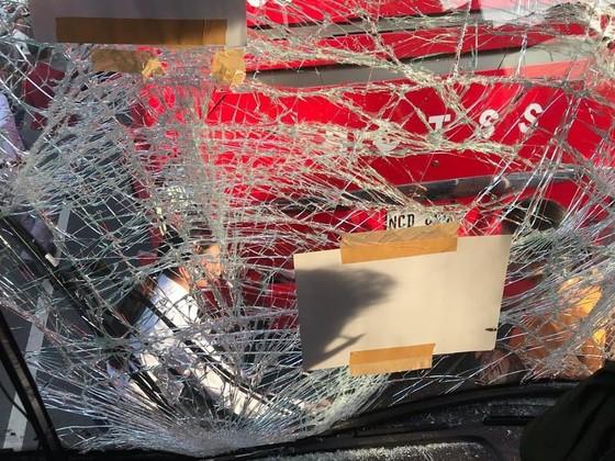 Xe chở 42 VĐV, HLV Việt Nam va chạm với xe chờ đoàn thể thao Lào, mọi người đều an toàn ảnh 1