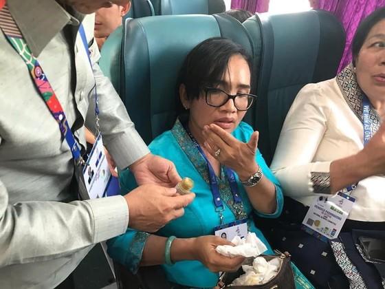 Xe chở 42 VĐV, HLV Việt Nam va chạm với xe chờ đoàn thể thao Lào, mọi người đều an toàn ảnh 5