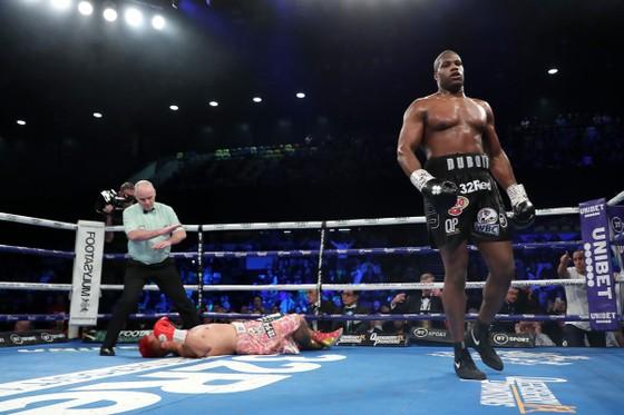 """Quyền Anh: Thắng KO trận thứ 13, Triple D chạm thêm một tay vào """"đỉnh thế giới"""" ảnh 3"""