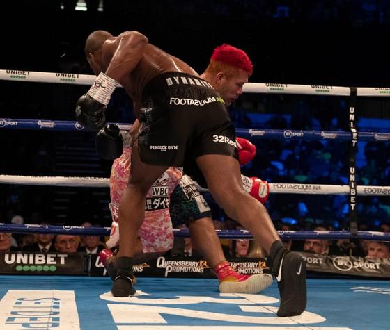 """Quyền Anh: Thắng KO trận thứ 13, Triple D chạm thêm một tay vào """"đỉnh thế giới"""" ảnh 2"""