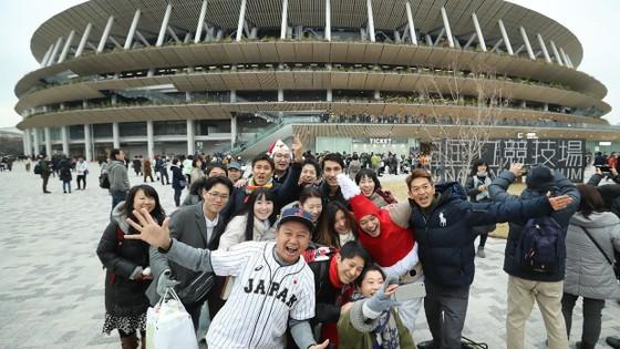Olympic Tokyo 2020: Dù bị đau, Usain Bolt vẫn tham gia khai trương đường chạy SVĐ Quốc gia mới ảnh 2