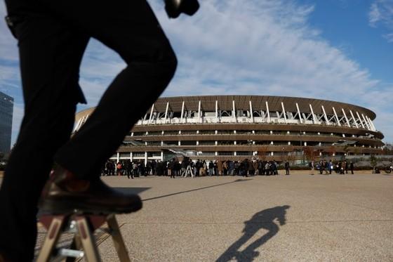 Olympic Tokyo 2020: Dù bị đau, Usain Bolt vẫn tham gia khai trương đường chạy SVĐ Quốc gia mới ảnh 1