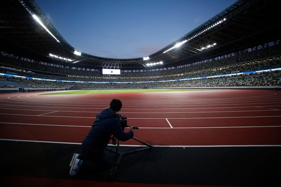 Olympic Tokyo 2020: Dù bị đau, Usain Bolt vẫn tham gia khai trương đường chạy SVĐ Quốc gia mới ảnh 3