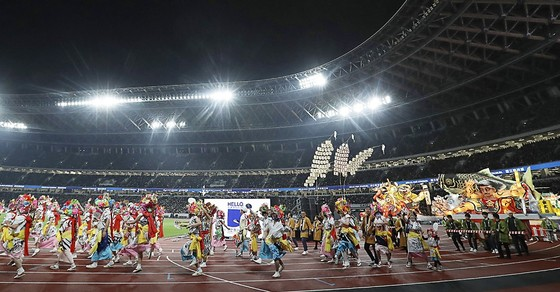 Olympic Tokyo 2020: Dù bị đau, Usain Bolt vẫn tham gia khai trương đường chạy SVĐ Quốc gia mới ảnh 5