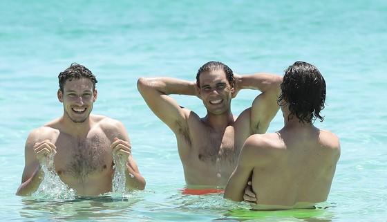 """ATP Cup: Nadal và """"dàn trai đẹp"""" Tây Ban Nha gây náo loạn bãi biển đảo Rottnest ảnh 1"""