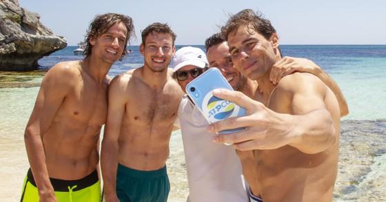 """ATP Cup: Nadal và """"dàn trai đẹp"""" Tây Ban Nha gây náo loạn bãi biển đảo Rottnest ảnh 2"""