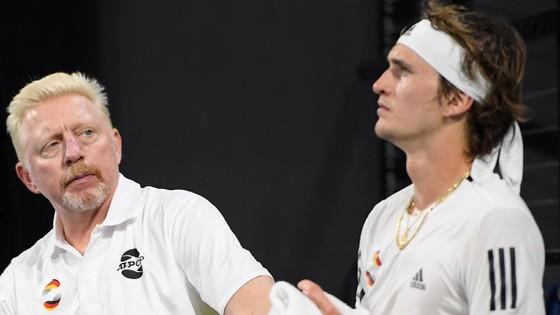 ATP Cup: Thua Tsitsipas, phạm 24 lỗi giao bóng kép/2 trận, Zverev quẫn trí la hét bằng... tiếng Nga ảnh 1