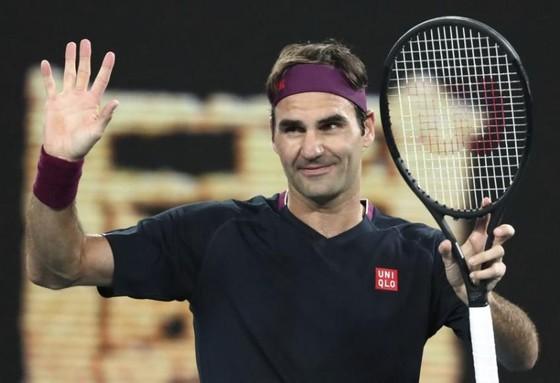 Roger Federer húa vía lọt vào vòng 4