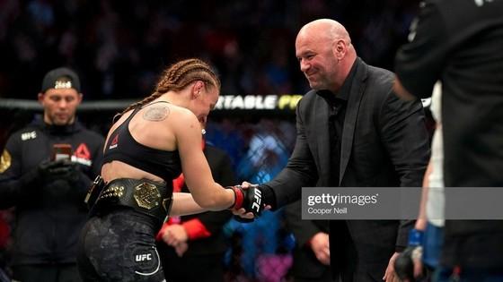 """UFC: """"Nữ gangster"""" Shevchenko bất ngờ bị đình chỉ thi đấu 6 tháng, sau chiến thắng TKO Chookagian ảnh 2"""