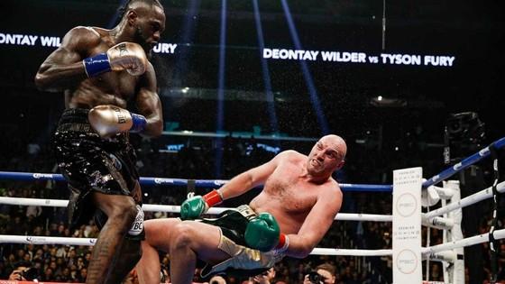 """Deontay Wilder """"cuồng nộ"""" vs Tyson Fury """"giận dữ"""": Sẽ có tái chiến của tái chiến! ảnh 1"""