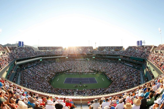 Các khán giả đến Indian Wells Tennis Garden xem thi đấu ở thời điểm dịch Covid-19 đang lan rộng là không an toàn
