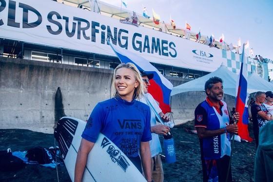 Mỹ nhân lướt sóng Timanina