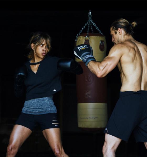 """Điện ảnh & Thể thao: """"Miêu nữ"""" Halle Berry - Từ """"John Wick 3"""" đến """"Thâm tím mình mẩy"""", gãy xương vì """"Nữ Gangster"""" Shevchenko ảnh 1"""