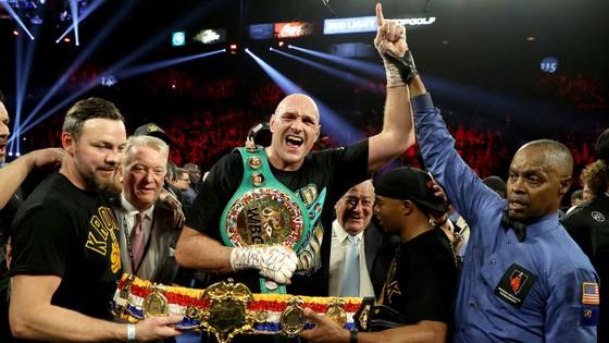 Tyson Fury giữ đai WBC, nhưng khó đấu với Deontay Wilder trong năm nay