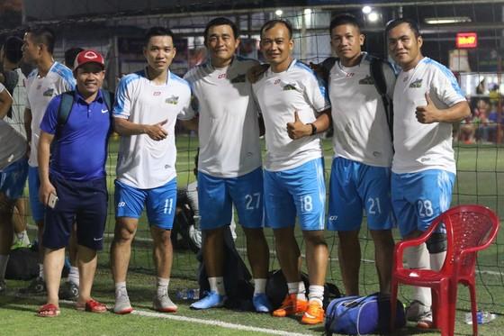 QBV futsal Việt Nam Trần Văn Vũ và Vua phủi Capdevilar (thứ 2 và thứ 3 từ trái sang)