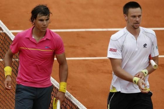 Soderling (áo trắng) sau chiến thắng kinh điển trước Nadal ở Rolang Garros 2009