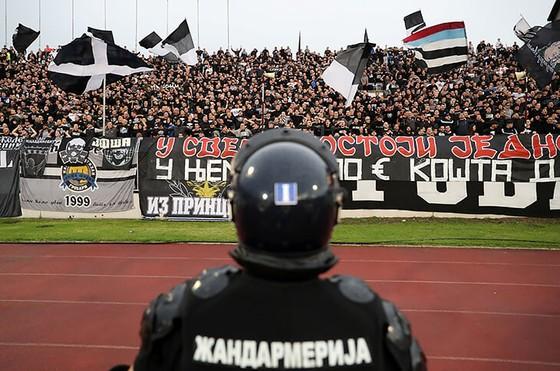 """25 ngàn CĐV đến xem Trận Derby thành Belgrade: Cứ """"quẩy"""" trước đã, còn lại tính sau! ảnh 2"""