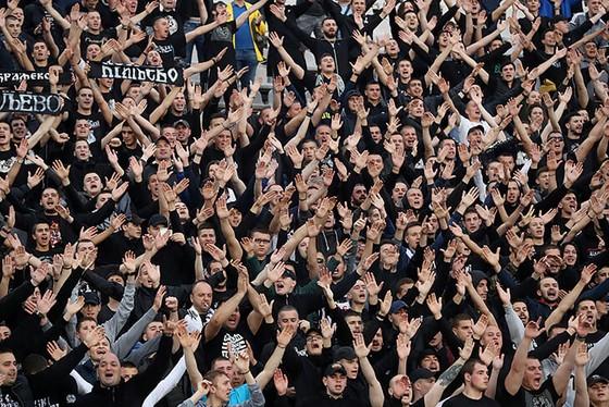 """25 ngàn CĐV đến xem Trận Derby thành Belgrade: Cứ """"quẩy"""" trước đã, còn lại tính sau! ảnh 4"""