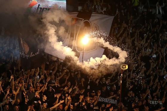 """25 ngàn CĐV đến xem Trận Derby thành Belgrade: Cứ """"quẩy"""" trước đã, còn lại tính sau! ảnh 5"""
