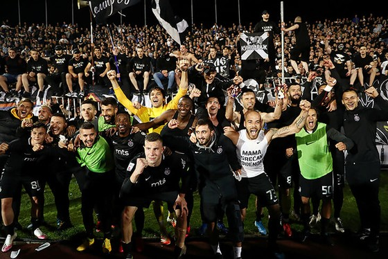 """25 ngàn CĐV đến xem Trận Derby thành Belgrade: Cứ """"quẩy"""" trước đã, còn lại tính sau! ảnh 8"""
