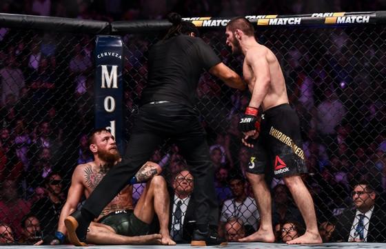 """Khabib đã trở thành """"thương hiệp cấp toàn cầu"""" sau trận thắng McGregor"""
