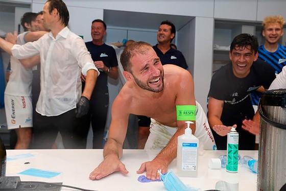 Zenit Saint Petersburg vui mừng ăn mừng ngôi vô địch Nga lịch sử, Ivanovic quẩy tưng bừng ảnh 7